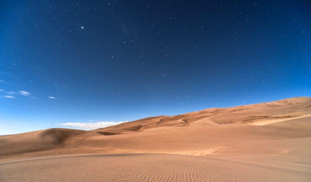 noc nad Saharą